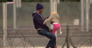 calais-migrant-fence-child-325484